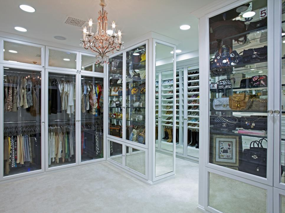 6 Tips To Create A Luxury Walkin Closet Carrie Bradshaw Would Covet